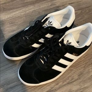 Adidas Gazelle Tennis shoe